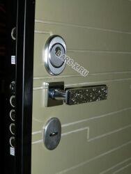 надежный замок во входной металлической двери