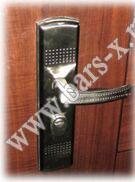в китайских дверях замена замка мастерлок