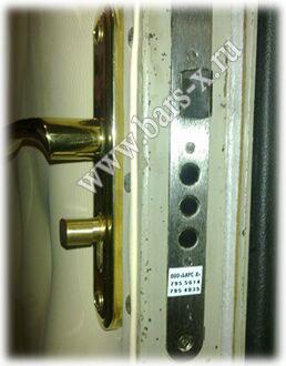 замена дверного замка с ручкой мет двери