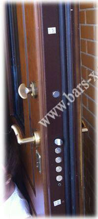 замена дверного замка с разбором сбором металлической двери цена 3000 рубл.