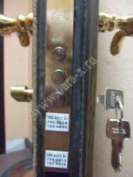 цилиндровый замок в железной двери